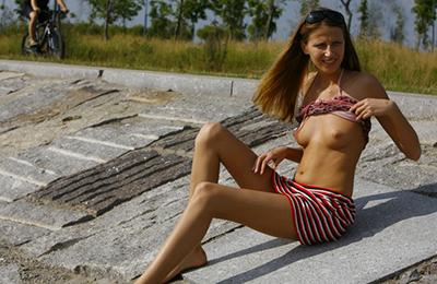 wonderful girls show their bodies in public